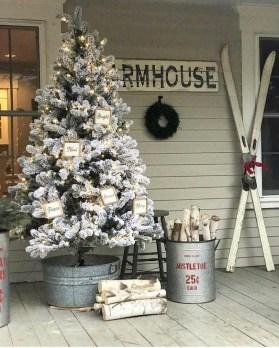 Cozy Outdoor Christmas Decoration Ideas 17