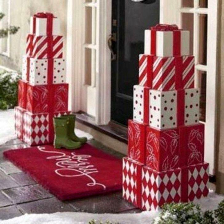 Cozy Outdoor Christmas Decoration Ideas 19