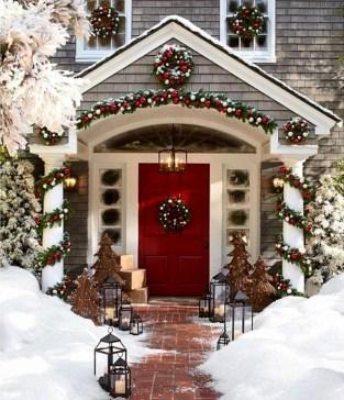 Cozy Outdoor Christmas Decoration Ideas 23