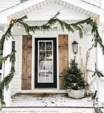 Cozy Outdoor Christmas Decoration Ideas 26