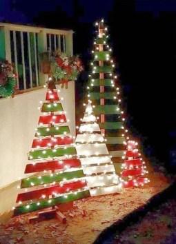 Cozy Outdoor Christmas Decoration Ideas 42