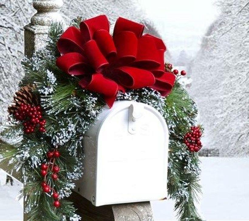 Cozy Outdoor Christmas Decoration Ideas 48