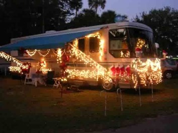 Creative RV Remodel Ideas For Christmas 39