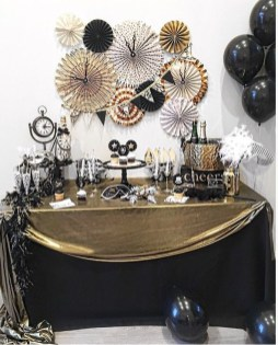 Easy DIY New Years Eve Party Decor Ideas 36