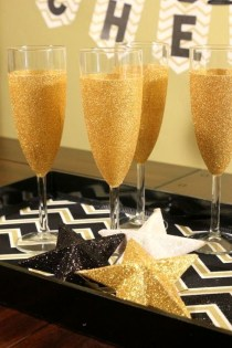 Easy DIY New Years Eve Party Decor Ideas 39