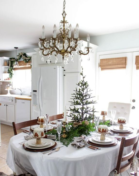 Eye Catching Kitchen Table Christmas Decoration Ideas 25