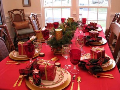 Eye Catching Kitchen Table Christmas Decoration Ideas 28