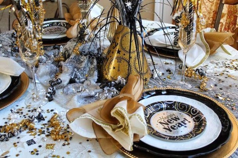 Fantastic New Years Eve Party Table Decoration Ideas 30