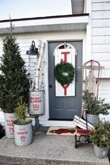 Favorite Christmas Porch Decoration Ideas 02