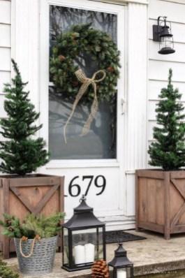 Favorite Christmas Porch Decoration Ideas 27
