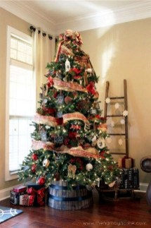 Gorgeous Farmhouse Christmas Tree Decoration Ideas 04