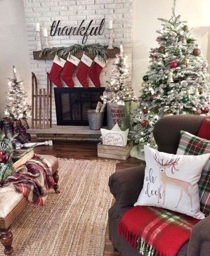 Gorgeous Farmhouse Christmas Tree Decoration Ideas 07