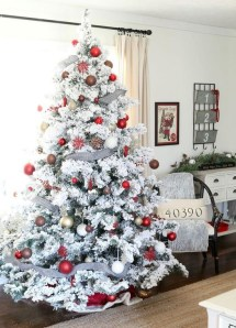 Gorgeous Farmhouse Christmas Tree Decoration Ideas 11