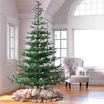 Gorgeous Farmhouse Christmas Tree Decoration Ideas 15