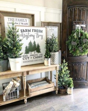 Gorgeous Farmhouse Christmas Tree Decoration Ideas 17