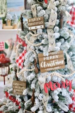 Gorgeous Farmhouse Christmas Tree Decoration Ideas 26