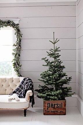 Gorgeous Farmhouse Christmas Tree Decoration Ideas 36