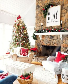 Inspiring Christmas Decoration Ideas For Your Living Room 34