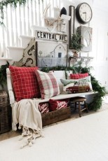 Inspiring Christmas Decoration Ideas For Your Living Room 39