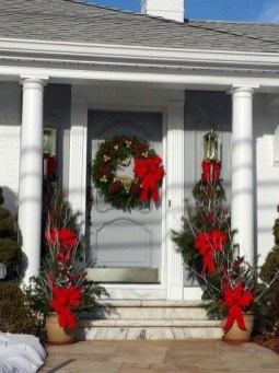 Marvelous Christmas Entryway Decoration Ideas 08