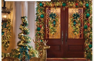 Marvelous Christmas Entryway Decoration Ideas 28
