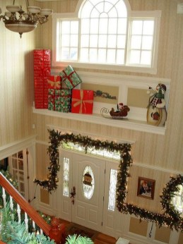 Marvelous Christmas Entryway Decoration Ideas 33