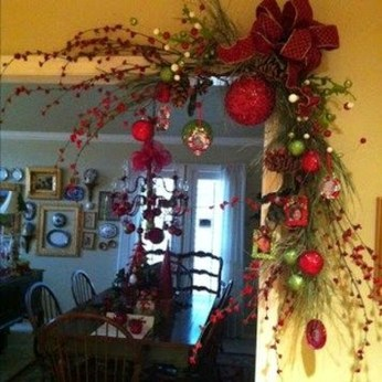Marvelous Christmas Entryway Decoration Ideas 35