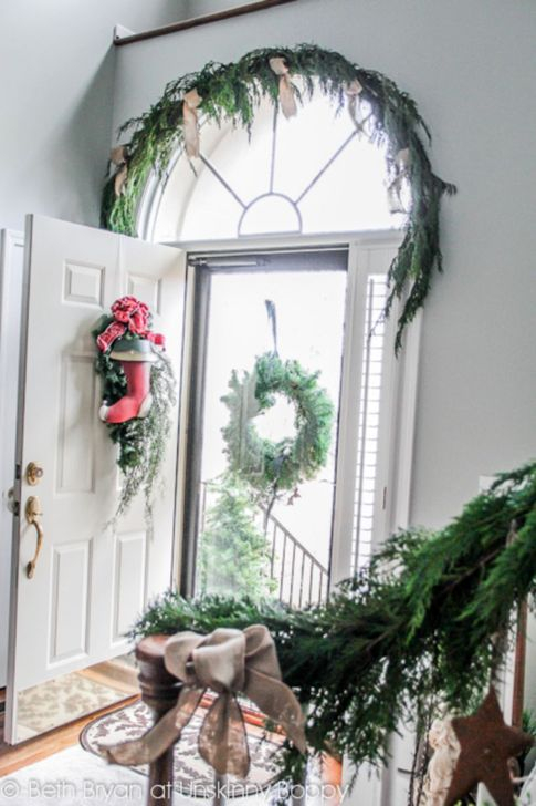 Marvelous Christmas Entryway Decoration Ideas 41