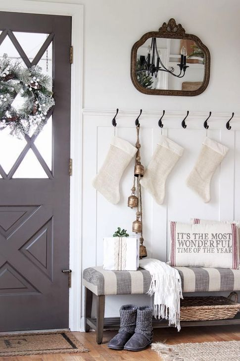 Marvelous Christmas Entryway Decoration Ideas 42