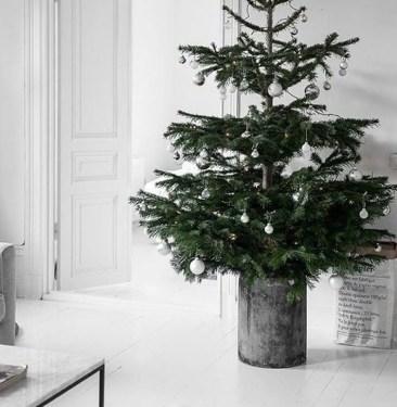 Minimalist Christmas Decoration On A Budget 11