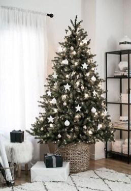 Minimalist Christmas Decoration On A Budget 14