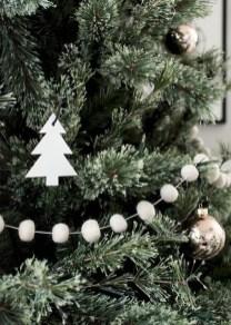 Minimalist Christmas Decoration On A Budget 17