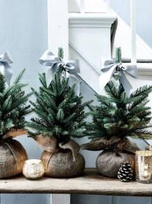 Minimalist Christmas Decoration On A Budget 18