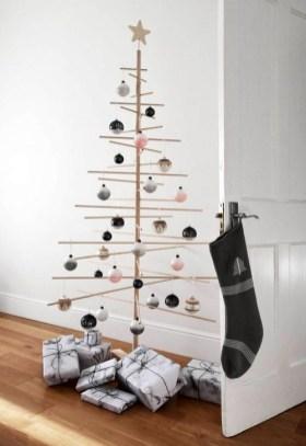 Minimalist Christmas Decoration On A Budget 23