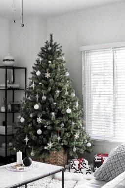 Minimalist Christmas Decoration On A Budget 31