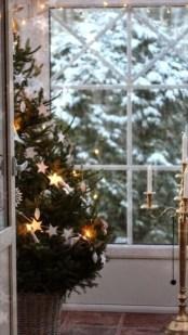 Minimalist Christmas Decoration On A Budget 57