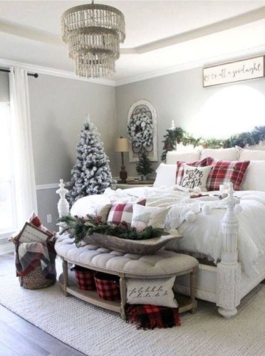 Pretty Christmas Decoration Ideas For Your Bedroom 49