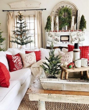 Rustic Farmhouse Christmas Decoration Ideas 25