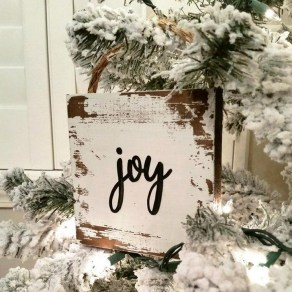 Rustic Farmhouse Christmas Decoration Ideas 29
