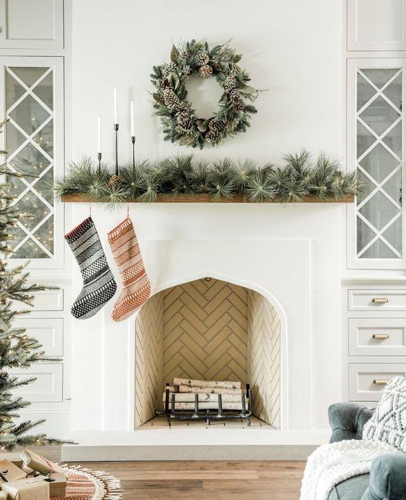 Smart Fireplace Christmas Decoration Ideas 02