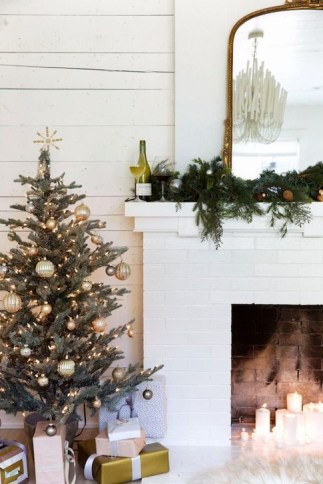 Smart Fireplace Christmas Decoration Ideas 06