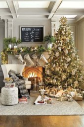 Smart Fireplace Christmas Decoration Ideas 11