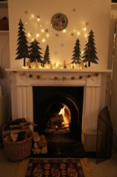 Smart Fireplace Christmas Decoration Ideas 18