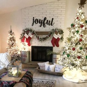 Smart Fireplace Christmas Decoration Ideas 38