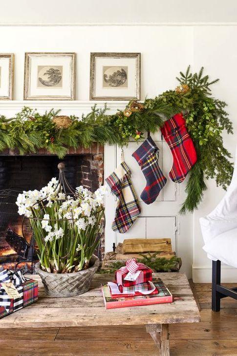 Smart Fireplace Christmas Decoration Ideas 41