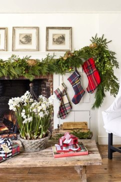 Smart Fireplace Christmas Decoration Ideas 41
