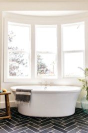 Adorable Beach Bathroom Design Ideas 21