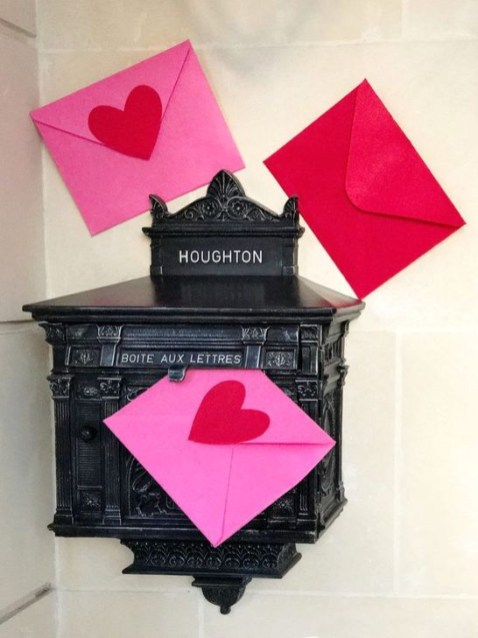 Best Ideas To Decorate Your Porch For Valentines Day 16