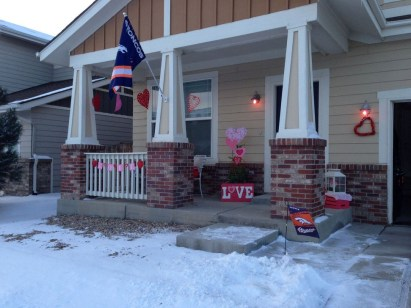 Best Ideas To Decorate Your Porch For Valentines Day 17