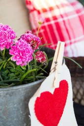 Best Ideas To Decorate Your Porch For Valentines Day 21